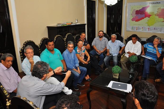 Governador Ricardo Coutinho e dirigentes de clubes de futebol discutem novo Gol de Placa (Foto: Divulgação / Secom-PB)