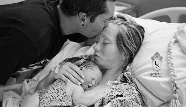 Richard e Emily Staley fizeram um ensaio fotográfico com a filha, Monroe, que morreu na barriga da mãe (Foto: Lindsey Natzic- Villatoro/Love Song Events & Photography)