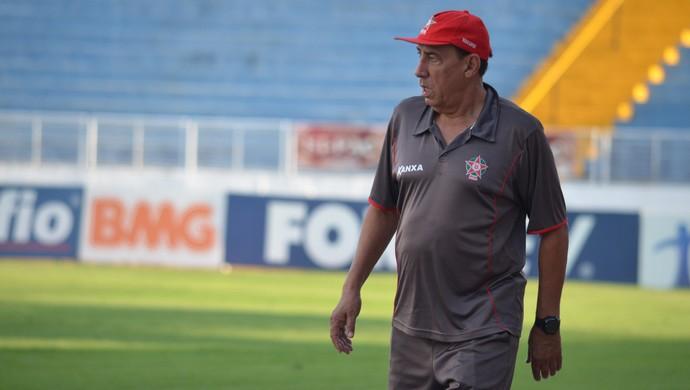 Técnico Nedo Xavier deve repetir mesmo time que venceu Náutico contra o Bragantino (Foto: Tiago Campos)