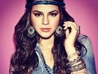 Bruna Marquezine posa com visual hippie para campanha