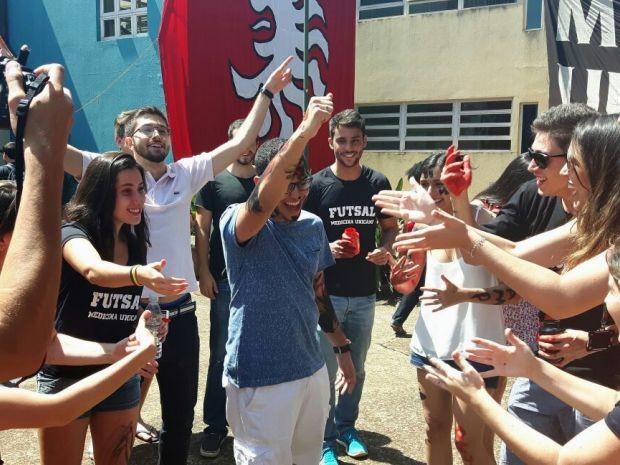 Calouros do curso de medicina foram recebidos com festa, na Unicamp (Foto: Murillo Gomes / G1)