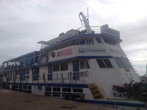 Barco-escola Samaúma aportado em Macapá (Foto: Gabriel Dias/G1)