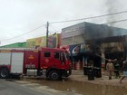 Bombeiros controlam incêndio em loja de tintas em Parnamirim, RN