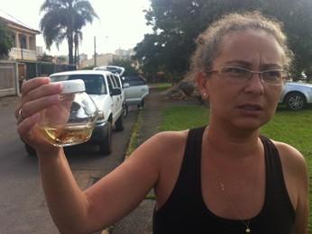 Sandra Araújo, vizinha da creche, disse que já encontrou diversos escorpiões em sua casa (Foto: Isabella Formiga/G1)