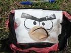 Divulgadas fotos de objetos pessoais encontrados em praia que podem ser de passageiros do MH370