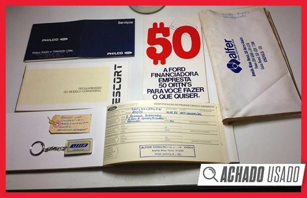 O XR3 conversível 1985 vem com todos os manuais, selos e. até mesmo, chaveiros de época (Foto: Reprodução)