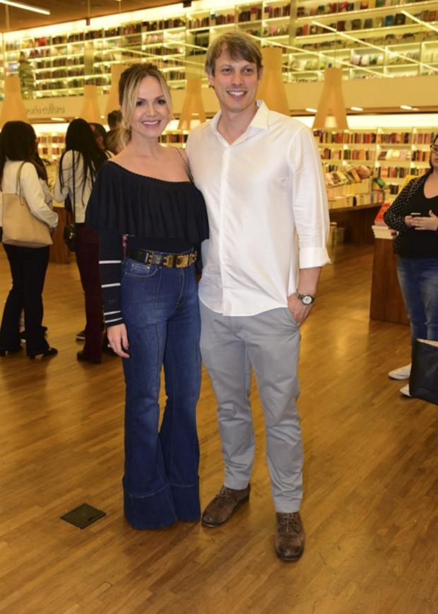 Eliana e o noivo, Adriano Ricco (Foto: Leo Franco/AgNews)