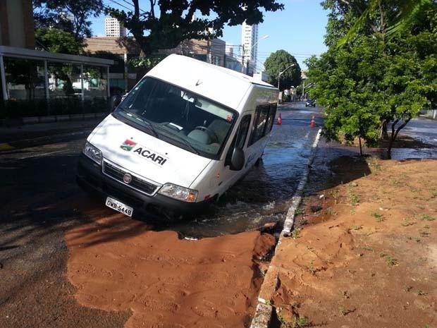 Acidente aconteceu na manhã desta terça-feira (15) (Foto: Kléber Teixeira/Inter Tv Cabugi)