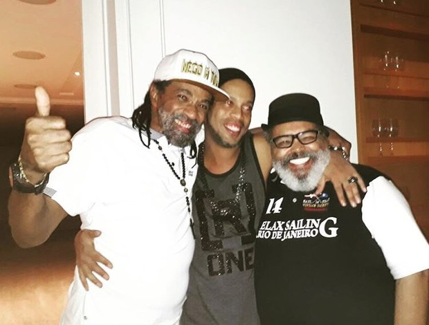 Ronaldinho Gaúcho com Jorge Aragão e Cleber Augusto em seu aniversário