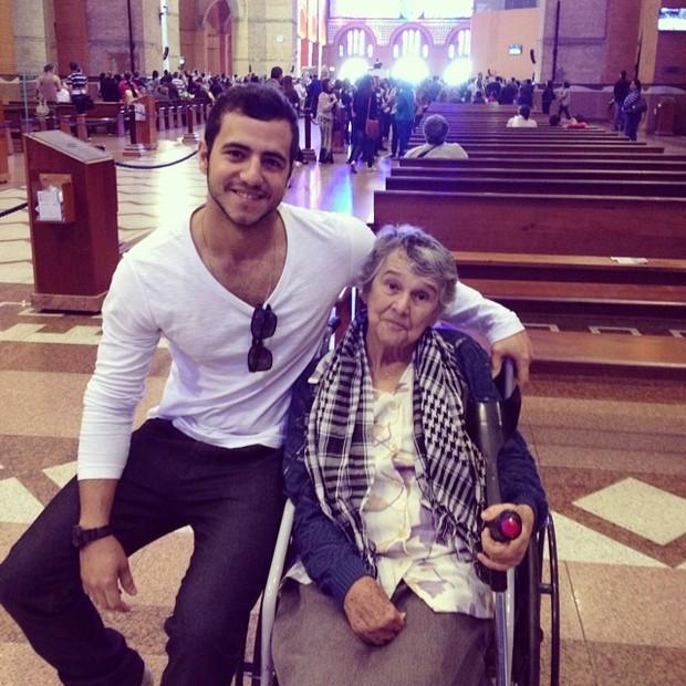 Matheus Lisboa com a avó, Dona Maria (Foto: Facebook/Reprodução)