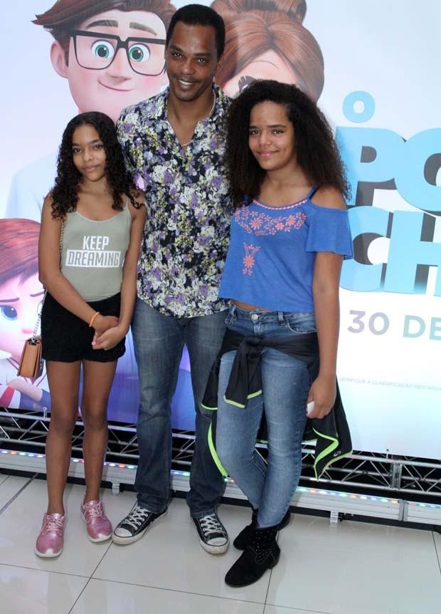 Rocco Pitanga com a família (Foto: Thyago Andrade- Brazilnews)