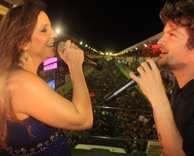 Ivete Sangalo cantando ao lado de Saulo Fernandes em show (Foto: Divulgação / Fred Pontes)