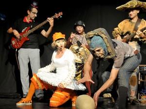 Grupo se aprsenta em pocket show gratuito em livaria de Campinas (Foto: Ralf Henz )