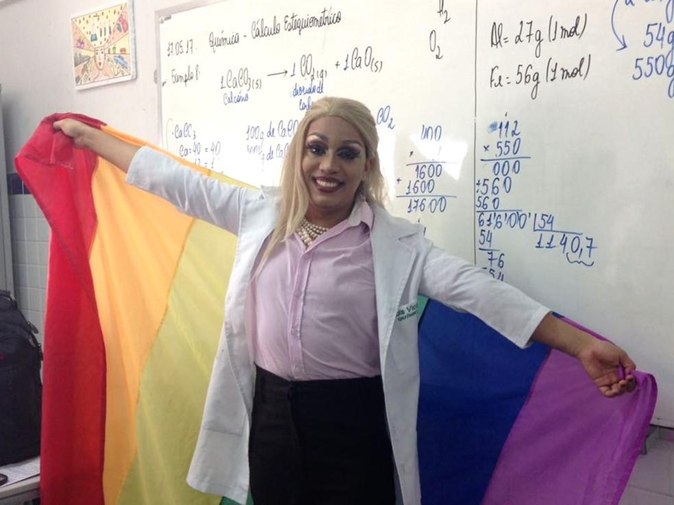 Friday Manson ensina química há 7 anos e tem mestrado em Relações de Gênero na Ciência (Foto: Friday Manson/Arquivo Pessoal)