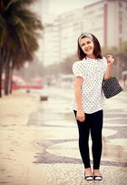 Em ensaio de moda, Klara Castanho mostra looks com estampas em poá