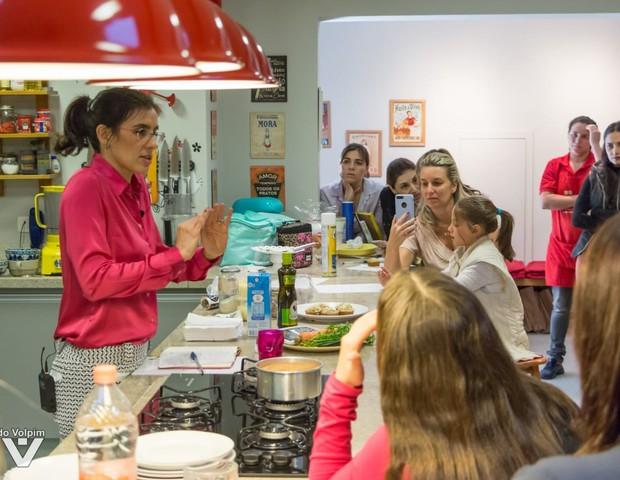 Flávia ensina receitas e dá dicas de como introduzir alimentos mais saudáveis ao cardápio (Foto: Divulgação)