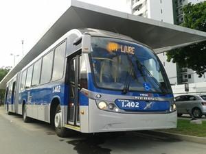 Um dos novos veículos BRT (Foto: Moema França/G1)
