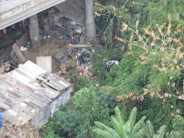 Carro despencou do viaduto de Deodoro, na Zona Oeste (Foto: Leonardo Sales (BTN Trânsito / Centro de Operações))