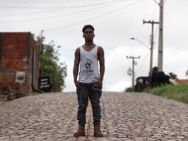Rapper Preto Kedé é o personagem principal de documentário (Foto: Catarina Costa/G1 PI)