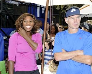 Serena Williams e John McEnroe em evento em 2009 (Foto: Rob Tringali / Getty Images)