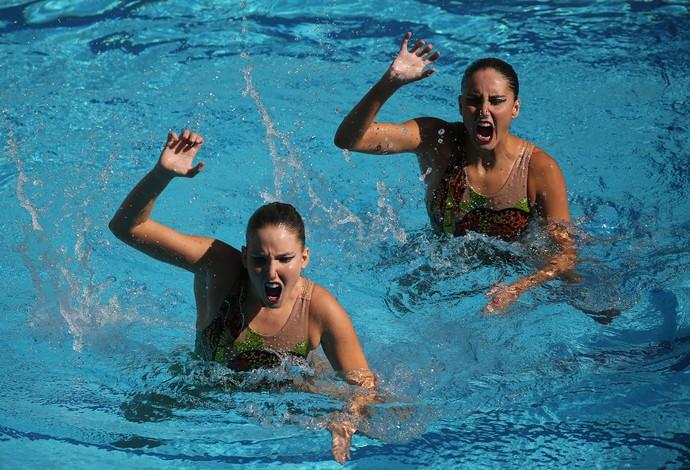 Luisa Borges e Duda Miccuci, do dueto do nado sincronizado, imitando bichos (Foto: Satiro Sodré/SSPress/CBDA)