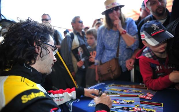 Fernando Rees Mundial de Endurance Corvette autógrafos (Foto: Divulgação)