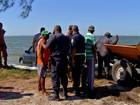Carro de luxo é achado dentro de lagoa por equipe de limpeza no RJ