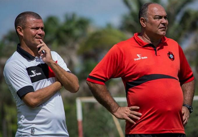 Auxiliar Marcinho e treinador Ruy Scarpino em treino do Moto Club no CT Pereira dos Santos (Foto: Weliandrei Campelo / Colaboração)