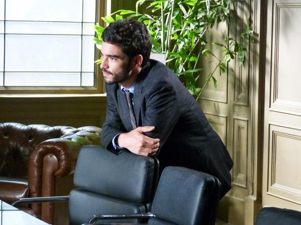 José Pedro diz que Cristina deve questionar comendador sobre origem das pedras da empresa (Foto: Fabio Rosso/Gshow)
