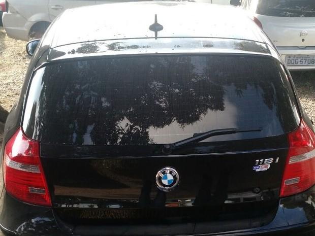 BMW foi apreendida com um dos suspeitos (Foto: Divulgação/MP)