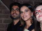 Mariana Rios leva o namorado a estreia de peça em São Paulo