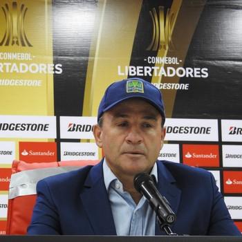 Eduardo Favaro técnico do El Nacional (Foto: Lucas Loos / GloboEsporte.com)