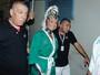 Xuxa brilha com fantasia prateada em desfile da Grande Rio na Sapucaí