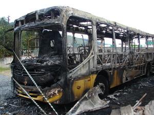 Ônibus incendiado em Gaspar (Foto: Jaime Batista da Silva/Divulgação)