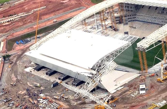Acidente estádio corinthians itaquerão (Foto: Sérgio Quintella / Agência estado)