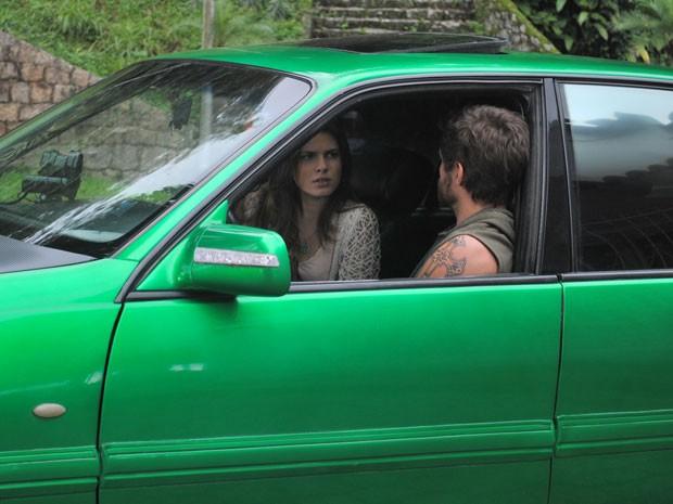 Cristal pergunta pelo bebê e Moisés fala para a garota roubar uma ultrassonografia (Foto: Malhação / Tv Globo)
