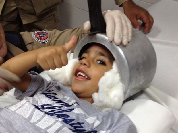 Panela de pressão fica presa à cabeça de criança de três anos em Aracaju (Foto: Corpo de Bombeiros de Sergipe)