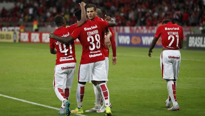 Gol de Eduardo do Inter no Goiás (Foto: Wesley Santos/Agência PressDigital)
