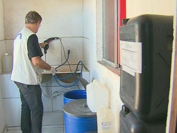 Produtos eram produzidos em local sem higienização (Foto: Reprodução / TV Globo)