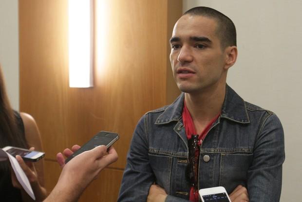 Caio Blat na coletiva de imprensa do filme Entre Nós (Foto: Leo Franco / AgNews)