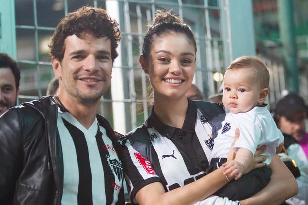 Sophie Charlotte, Daniel de Oliveira levam filho em jogo de futebol (Foto: Doug Patricio/ BPP/ Agnews)