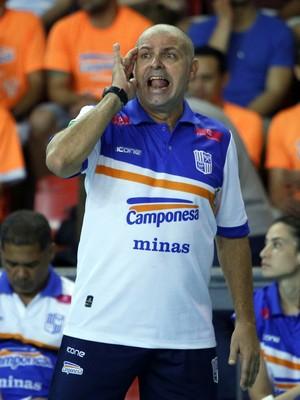 Paulo coco, técnico do time de vôlei feminino do Minas (Foto: Orlando Bento/Divulgação Minas)