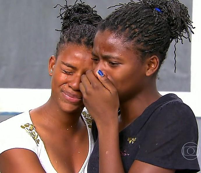 Filhas da dona Maria Inacio Izolina choram no 'Lar Doce Lar' (Foto: TV Globo)