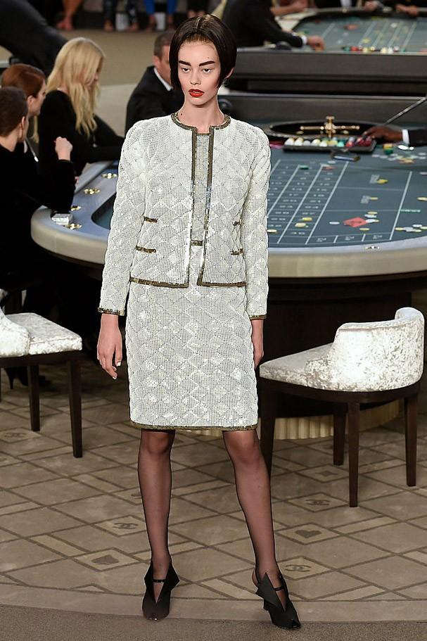Look 3D da Chanel Winter, apresentado na Paris Haute Couture Fashion Week 2015 (Foto: Getty Images )
