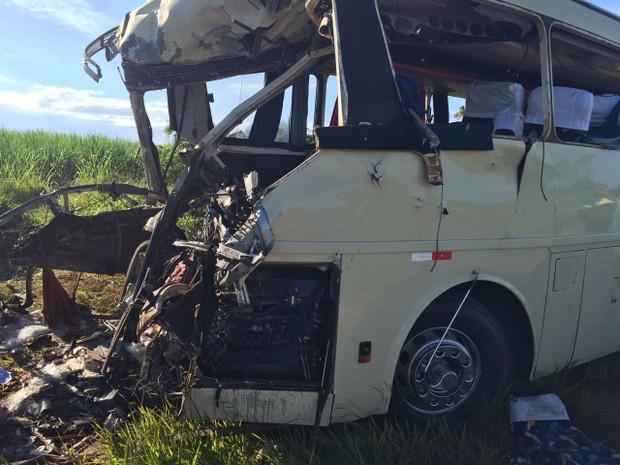 Moradora de Estrela d´Oeste morre em acidente entre dois ônibus