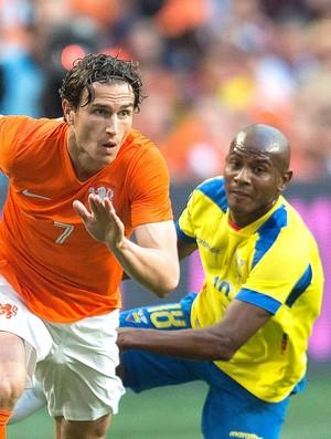 Dary Janmaat e Oscar Bagui Holanda e Equador  (Foto: Agência Reuters)