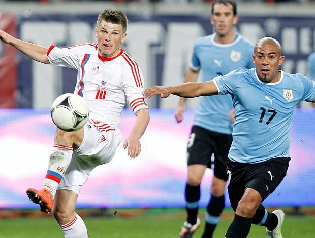 Arshavin na partida da Rússia contra o Uruguai (Foto: Reuters)