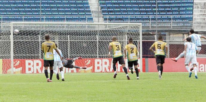 Giancarlo Macaé - Giancarlo gol macaé pênalti (Foto: Tiago Ferreira/Divulgação)
