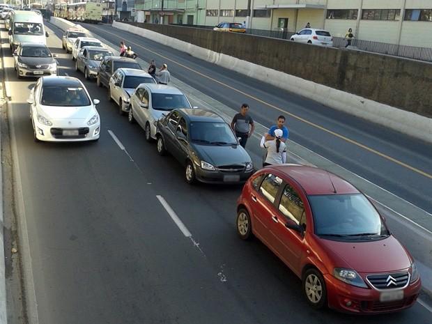Engavetamento na Avenida Rio Branco em Juiz de Fora (Foto: Jéssyka Prata/G1)