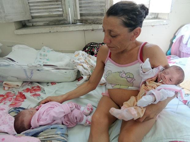 Dulcinéia está há sete meses na maternidade, onde chegou ainda grávida (Foto: Felipe Gibson/G1)